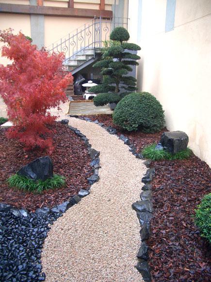 Esempi di giardini realizzati da zr giardinaggio for Giardini giapponesi milano
