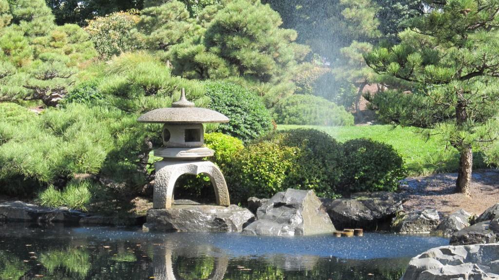 Realizzazione giardini giapponesi giardino con laghetto for Acqua verde laghetto
