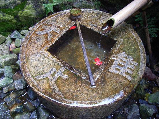 Vasche in pietra per giardini giapponesi e zen - Vasche in pietra da giardino ...